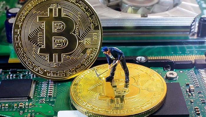 Bitcoin splitting: miners get two-week delay